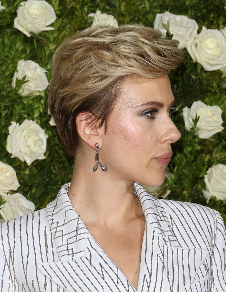 Pixie Haircuts - hairstyles for short hair - short hairstyles 2020 - short haircuts 2020 - pixie cut - anne hathaway short hair - katy perry short hair - pixie cut haircuts 2020 - very short pixie haircuts - pixie haircuts for women - best pixie cuts 2020 - cute pixie cuts - pixie cut for girls - pixie cuts for older women - Scarlett Johansson's pixie hairstyle