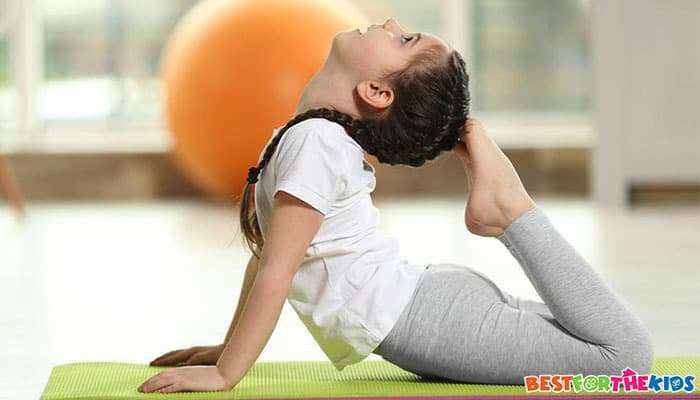 kid-practising-yoga