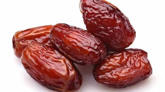 Dates-During-Pregnancy-Do-They-Really-Ease-Labor-article-by-Mama-Natural