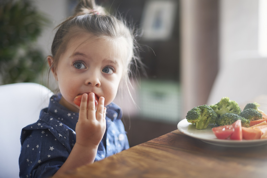 eating-vegetables-child-make-them-healthy-nutrition-1024×683